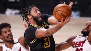 El pívot se hará de oro con los Lakers