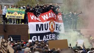 Peligra el United-Liverpool por las protestas de aficionados en Old Trafford