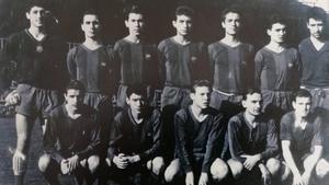 Una formación del Juvenil del FC Barcelona 1958-59, campeón de la Copa de España de la categoría. Arriba, de izquierda a derecha: Rodri II, Junque, Arruebo, Marín, Ruiz, Fusté y Sadurní. Abajo, mismo orden: De la Fuente, Domínguez, Ferrer, Escolà y T