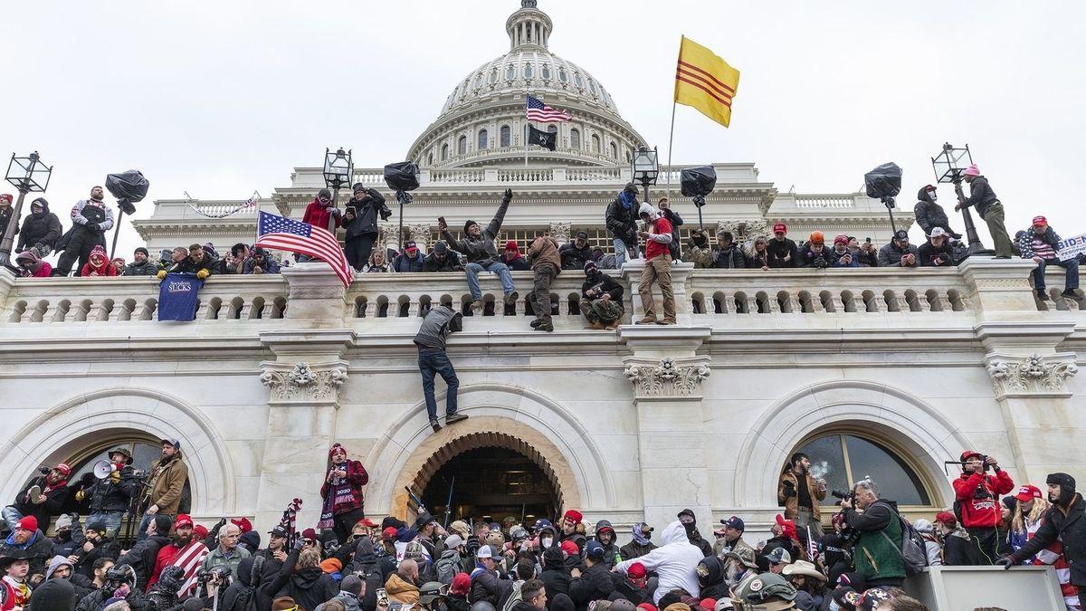 Una asaltante del Capitolio planeaba vender a Rusia el portátil de Nancy Pelosi