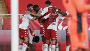 Los jugadores del Mónaco celebrando el gol de Volland