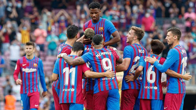 El Barça inicia esta noche contra el Valencia una trilogía de partidos decisiva ante su afición