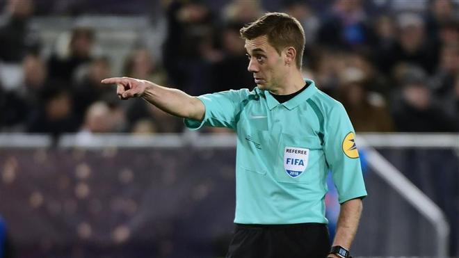 El francés Turpin, favorito para dirigir la final de la Europa League