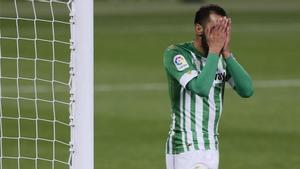 Borja Iglesias se lamenta durante un partido del Betis