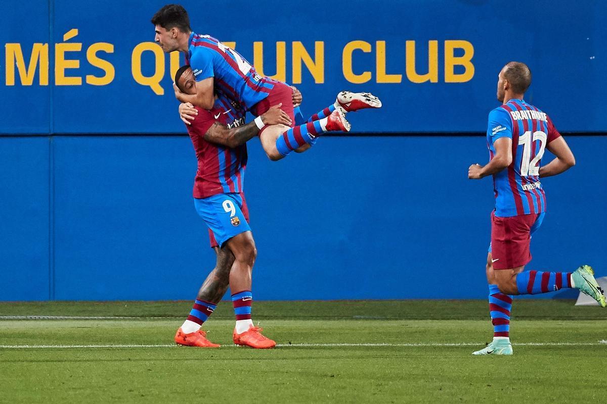 Depay marcó el primer gol del Barça en el Gamper