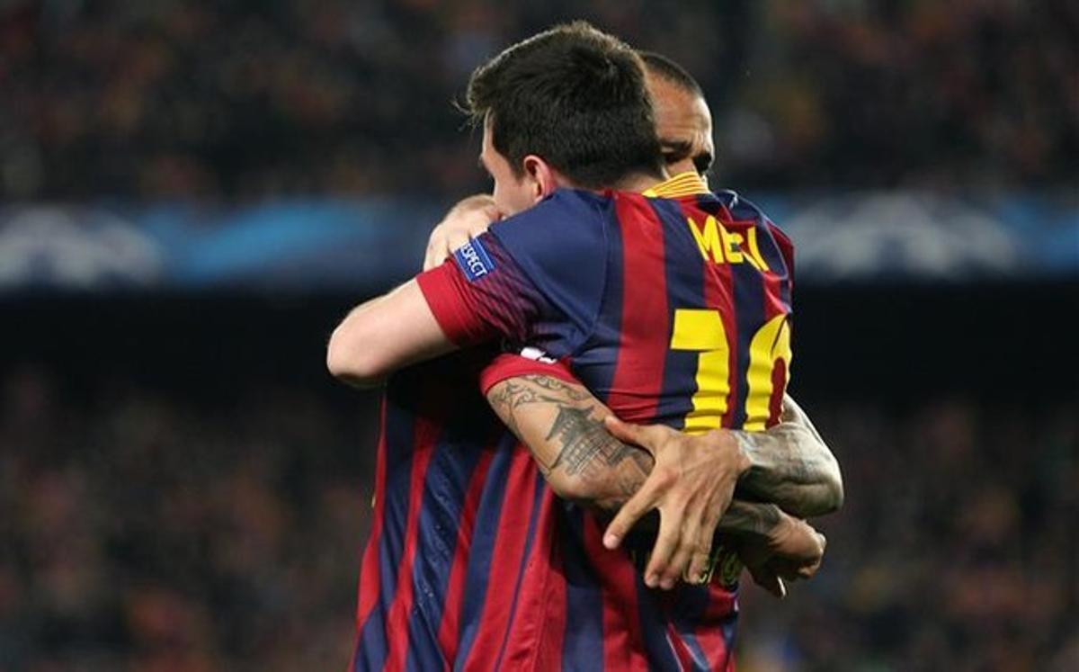 Messi y Alves se entienden a la perfección