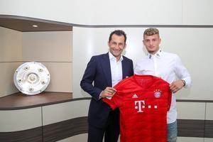 Cuisance posa con la camiseta del Bayern