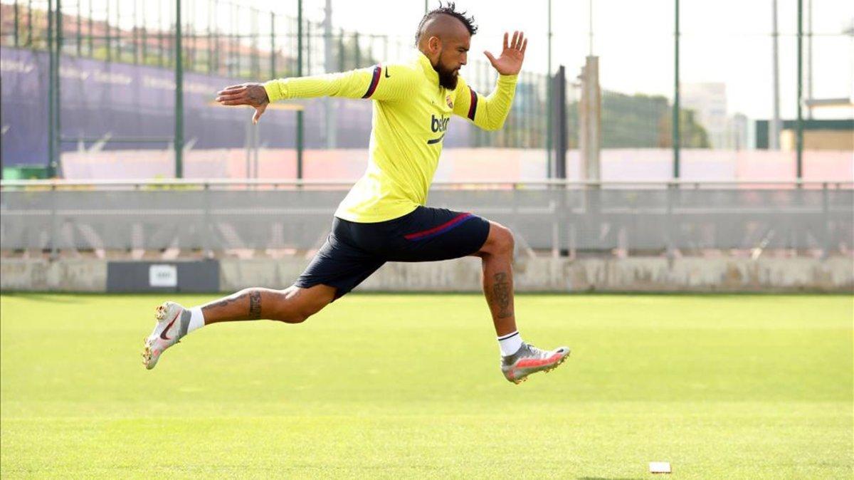 Vidal, en un entrenamiento con el Barça