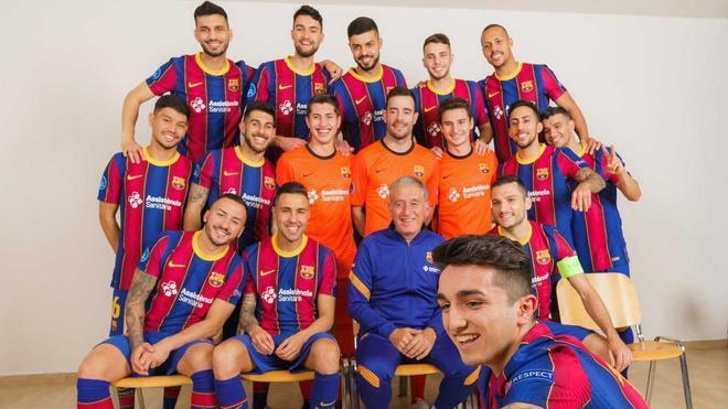 Simpático selfie de los jugadores con Andreu Plaza