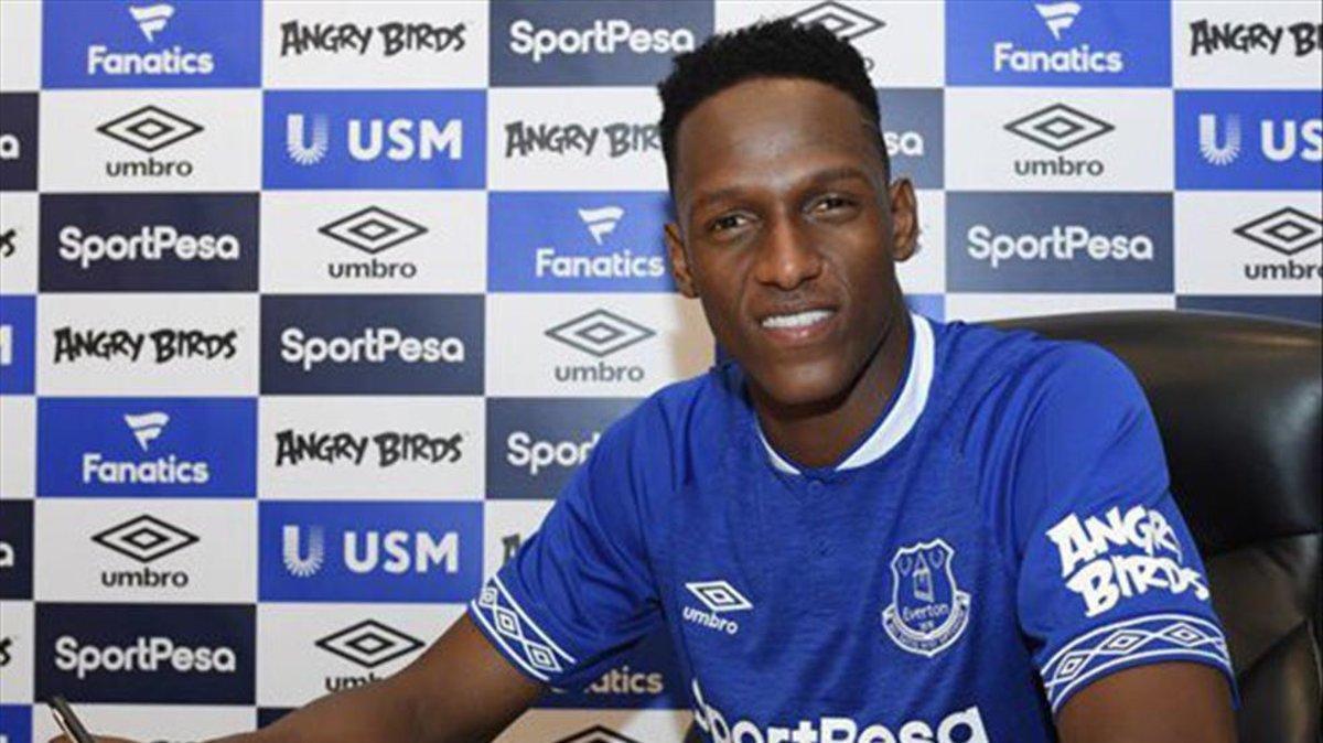 Yerry Mina aún no ha podido vestirse de corto con el Everton