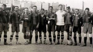 El equipo campeón. De izquierda a derecha: Sancho, Coma, Sesúmaga, Vicenç Martínez, Plaza, Alcántara, Zamora, Samitier, Vinyals, Torralba y Galicia