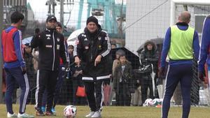 Albert Puig en su primer entrenamiento con el Albirex Nigata