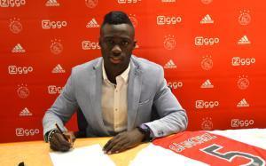 Davinson firmó su nuevo contrato con el Ajax