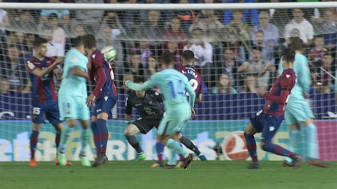 LALIGA   Levante - FC Barcelona (5-4): Suárez marcó el 5-3 con la mano