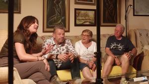 Mamen Merdizábal junto a Alberto Chicote y sus padres en la grabación de Palos y astilla