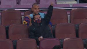La celebración de Griezmann desde la grada del gol de Dembélé