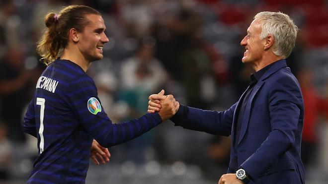 Griezmann y Deschamps, después de la victoria de Francia contra Alemania