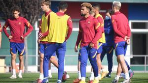 Konrad de la Fuente se ejercitó con el Barça B y esta tarde será titular