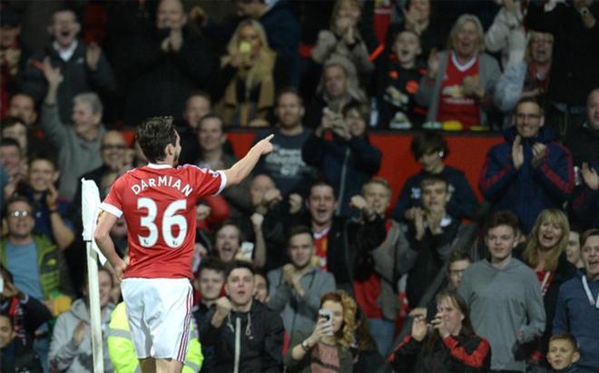 Darmian solo ha sido utilizado en un partido por Mourinho y quiere abandonar el Manchester United