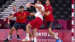 Viran Morros en una acción defensiva del España-Noruega de los Juegos Olímpicos de Tokio.