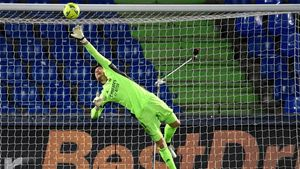 Courtois salva al Madrid de la derrota en el Coliseum