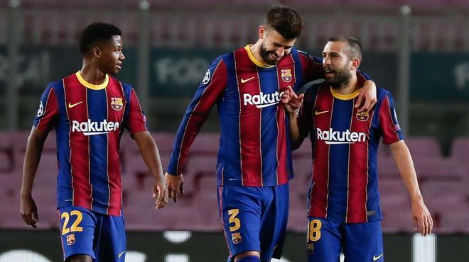 El Barça hace los deberes sufriendo ante el Dinamo