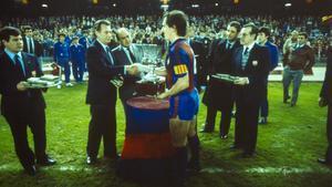 Tente Sánchez fue el primer capitán del Barça en alzar la Supercopa de España