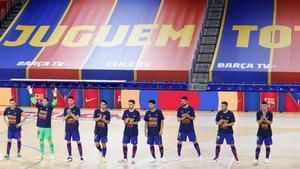 Los jugadores del Barça saltaron a la pista con camisetas de apoyo a Sergio Lozano