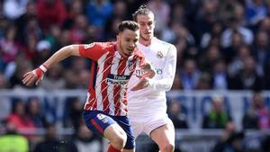 Saúl y Bale, durante un derbi madrileño