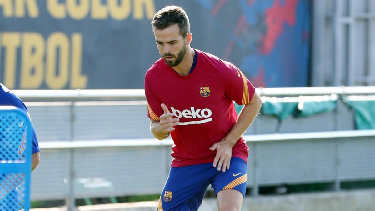Miralem Pjanic durante su primer entrenamiento con el FC Barcelona