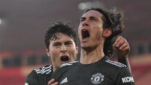 Un doblete de Cavani permitió al United remontar un 2-0 ante el Southampton