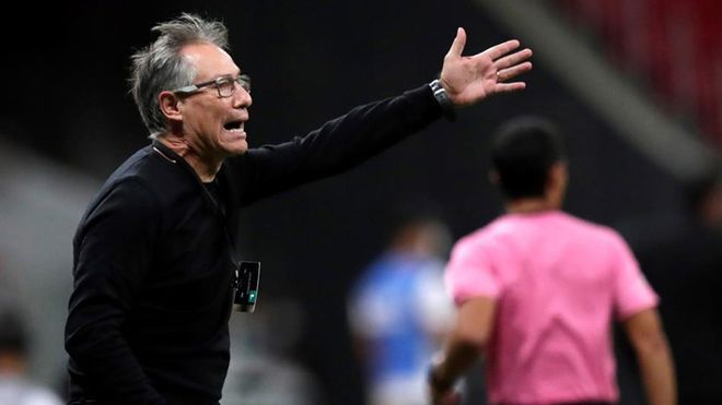 Ariel Holan solo ha estado dos meses en el banquillo del Santos FC