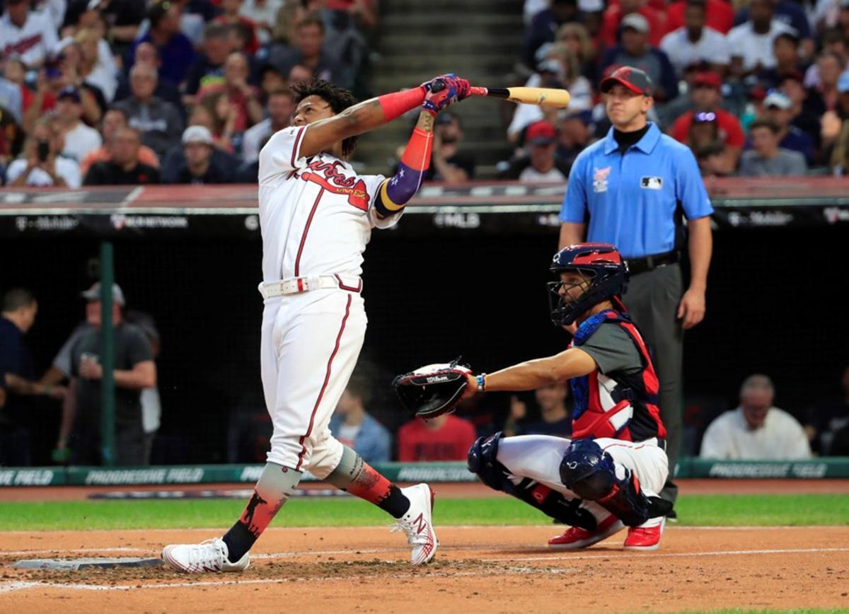 Ronald Acuna Jr., de los Atlanta Braves, durante la primera ronda del Derby de Home Run T-Mobile de las Grandes Ligas en el campo Progressive Field en Cleveland, Ohio, EE. UU..