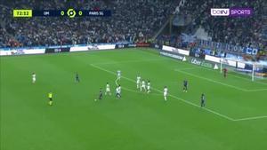 ¡Nunca le había pasado! ¡Un hooligan del Marsella frenó a Messi en pleno partido y el árbitro paró el encuentro!