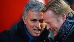 Ronald Koeman y Jose Mourinho se saludan antes del duelo entre el Southampton y Chelsea