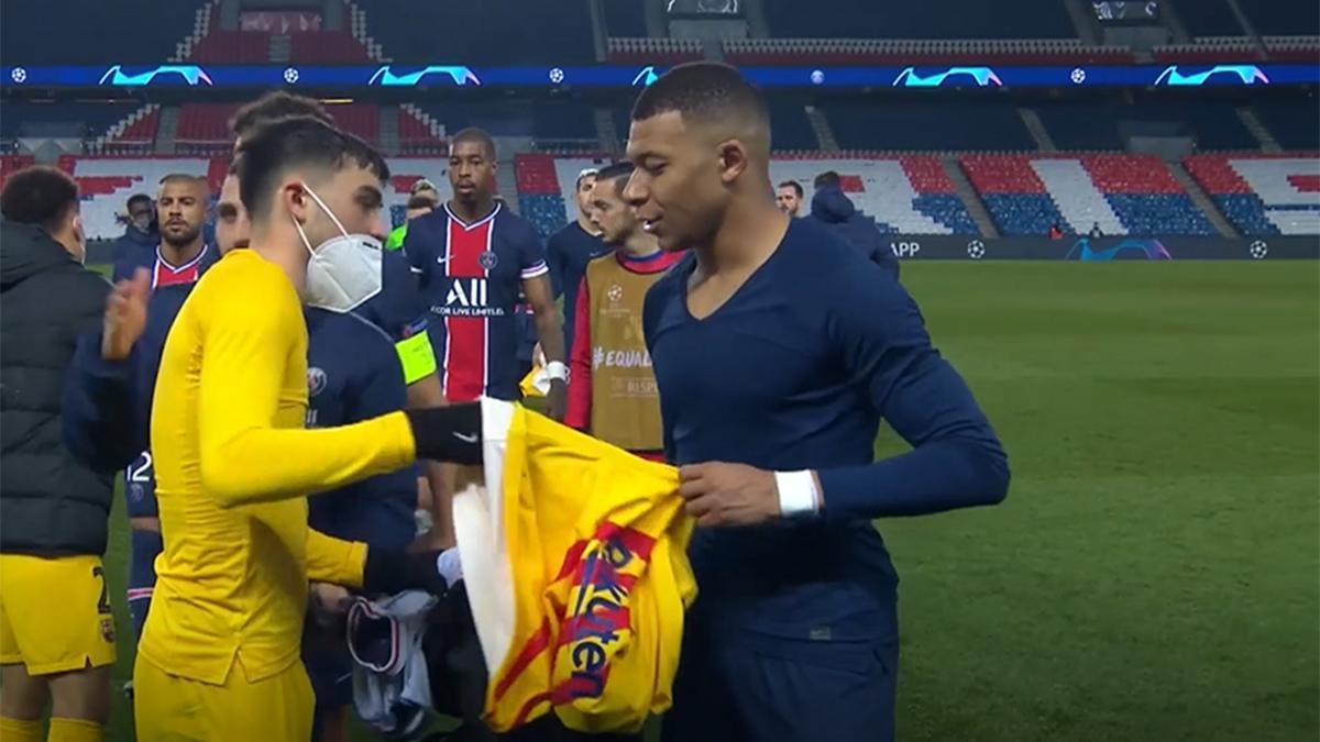 Una de las imágenes del partido: ¡Pedri y Mbappé intercambiaron las camisetas! Atención a la reacción del jugador francés...