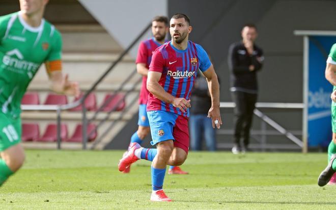 Agüero debuta con el Barça