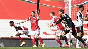 Nketiah rescata al Arsenal de una vergüenza