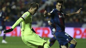 Coutinho rescata al Barça en una noche negra