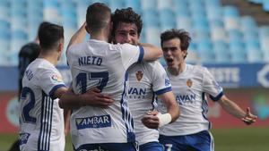 El Zaragoza celebra uno de los goles al Almería