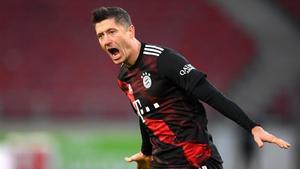 Matthaus cree que Lewandowski no es solo un goleador, sino que también es un líder y juega para el equipo