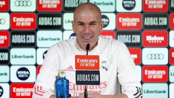 Zidane comparece en la sala de prensa junto a Kroos