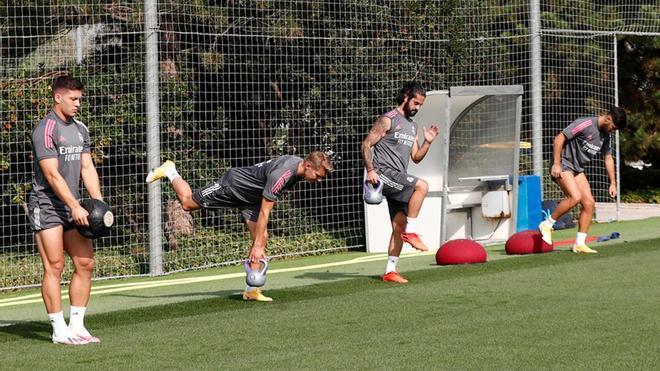 Jovic, Odegaard, Isco y Marco Asensio, trabajando al margen del grupo