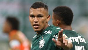 Gabriel Veron celebra uno de sus goles con el Palmeiras