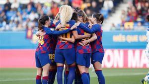 Las jugadoras del Barça celebran un gol ante el Sporting de Huelva