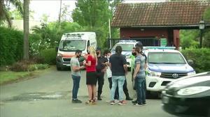 Las imágenes de la policía fuera de la casa donde falleció Maradona