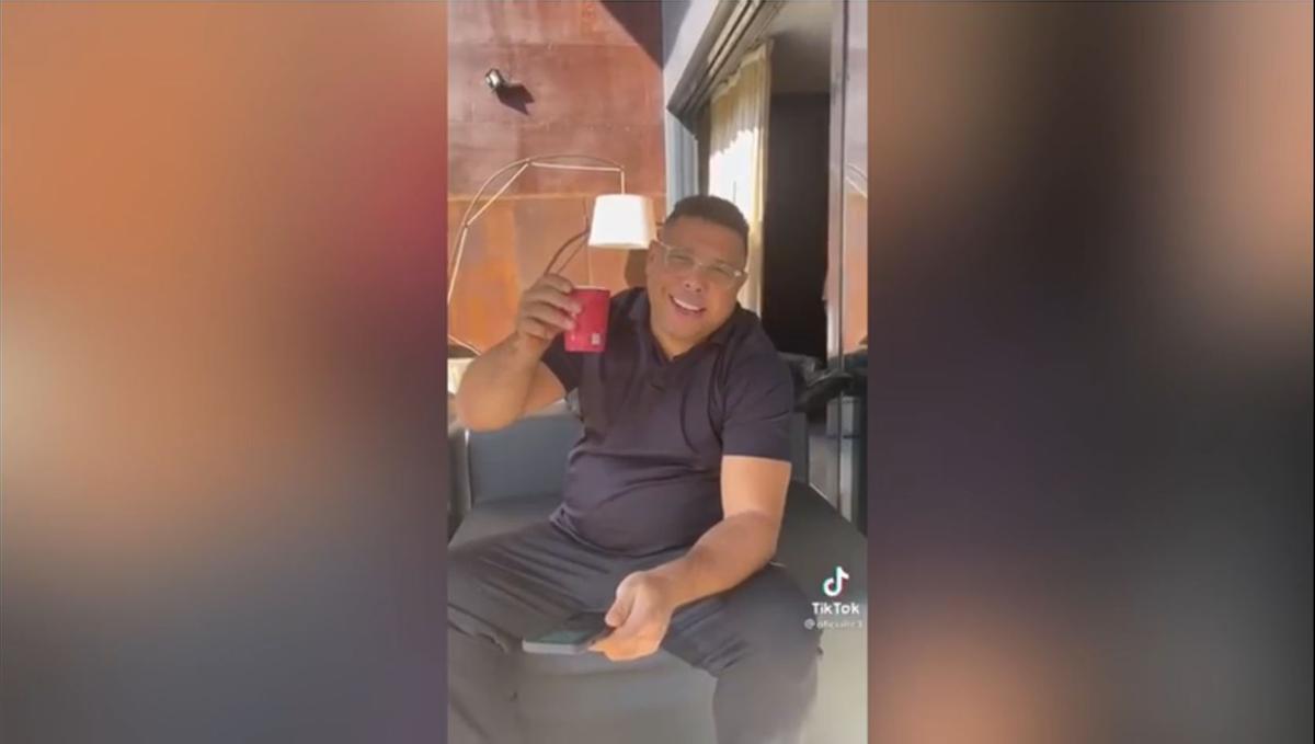 El TikTok de Ronaldo... con el Balón de Oro, Roberto Carlos y un cappuccino que ya se ha vuelto viral