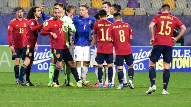Jugadores de la selección sub 21 en un reciente partido ante Italia