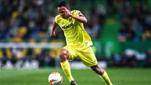 Carlos Bacca en un encuentro con el Villarreal