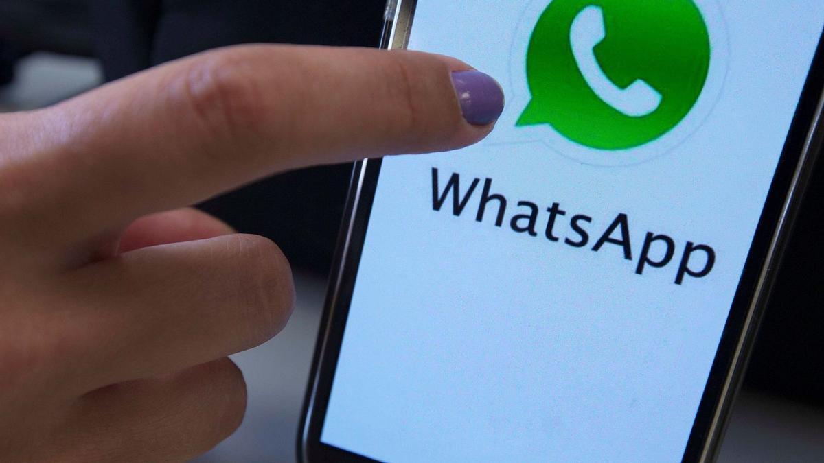 Multa de 4.000 euros por incluir a una persona en un grupo de Whatsapp